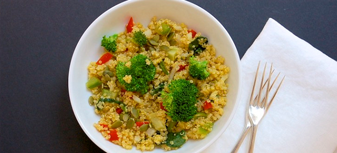 Broccoli and Spinach Quinoa Salad Featured