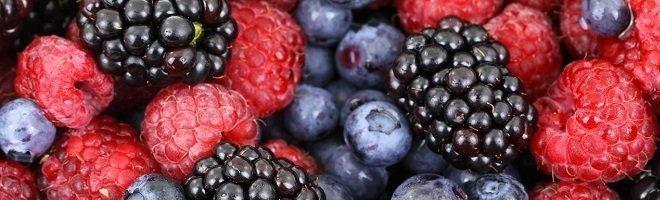 Foods that improve skin health berries