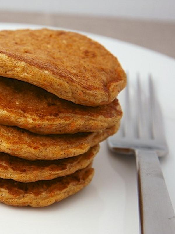 Recipe: Carrot Cake Protein Pancakes - DIY Active