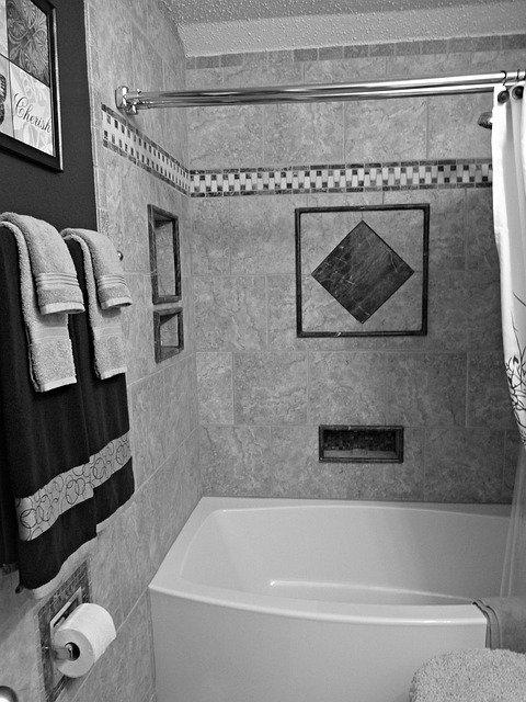 When Should I Use Ice vs Heat fire Bathtub (1)