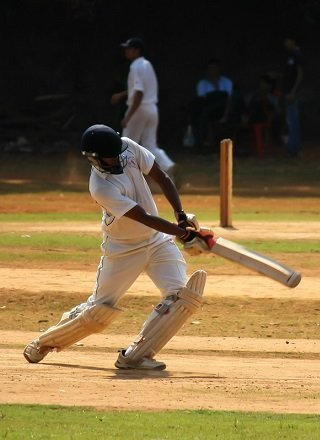 5 Crucial Tips for Choosing the Right Cricket Bat