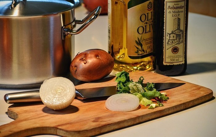 The Advantages and Disadvantages of Using Cooking Oil