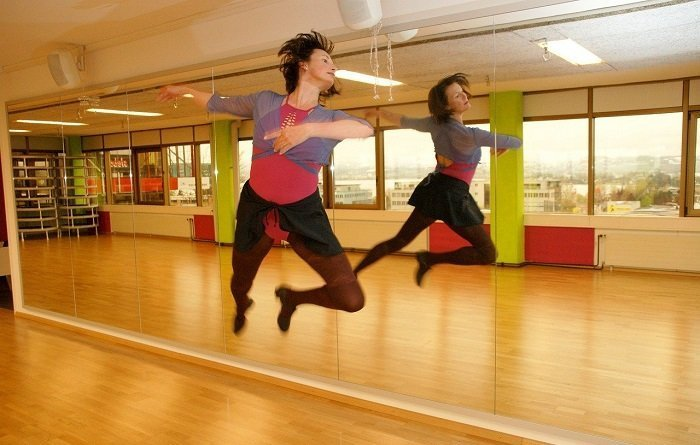 What Type of Dance Studio Mirrors Are the Best for Your Studio