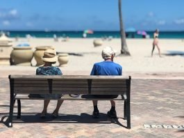 Tips to Care for Aging Parents in Your Busy Lives